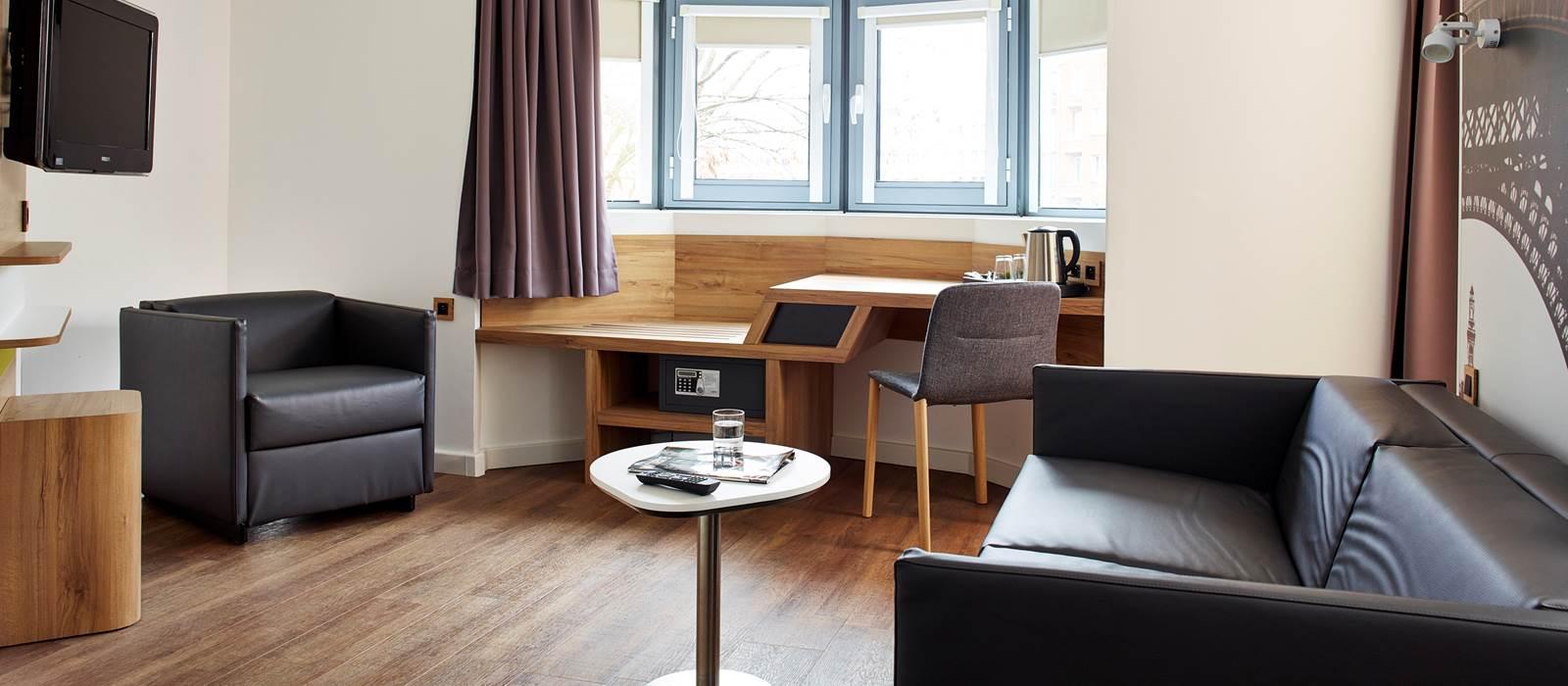 hotel median porte de versailles 28 images h 244 tel. Black Bedroom Furniture Sets. Home Design Ideas